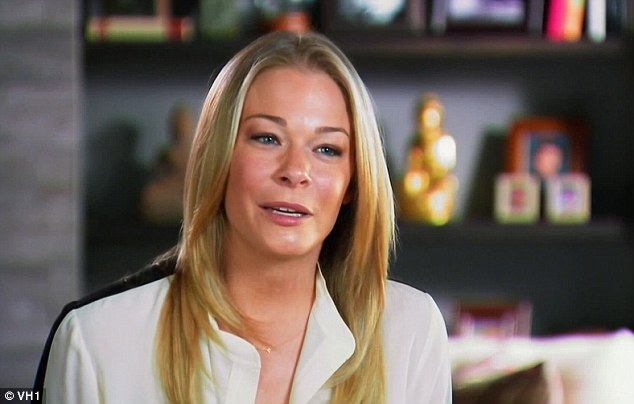 LeAnn Rimes on Her Battle with Psoriasis 3