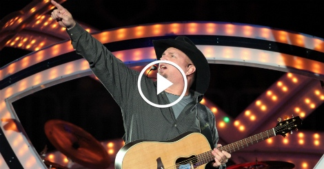 Garth Brooks does something amazing for Trump