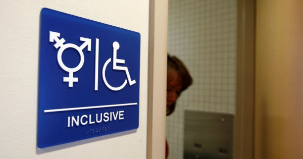 These 12 States are Helping Trump END the Transgender Bathroom NONSENSE