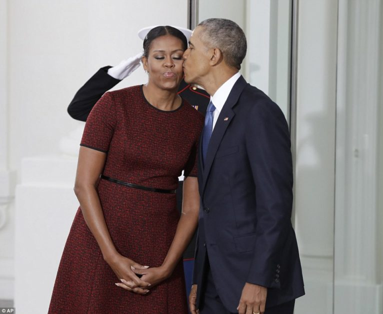 3C52C19500000578-4140672-Obama_plants_a_kiss_on_the_cheek_of_his_wife_Michelle_just_momen-a-90_1484926609061