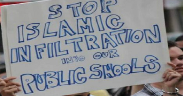 Christian Group Tries to BAN Islamic Propaganda in American Schools